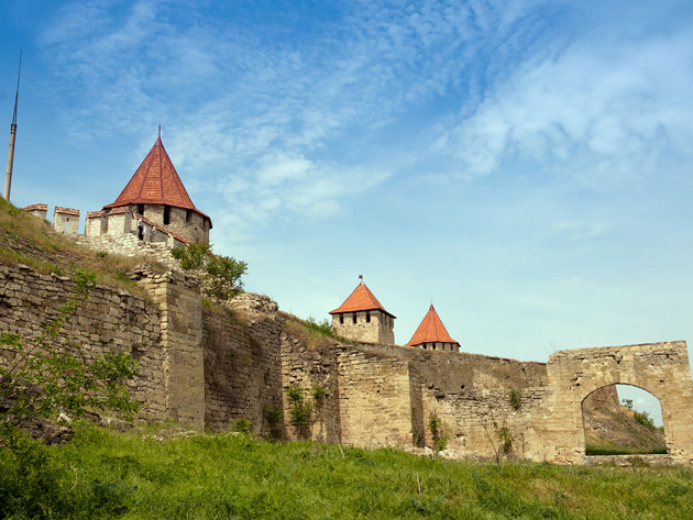 Tours Moldova and its her walls who watches 20€